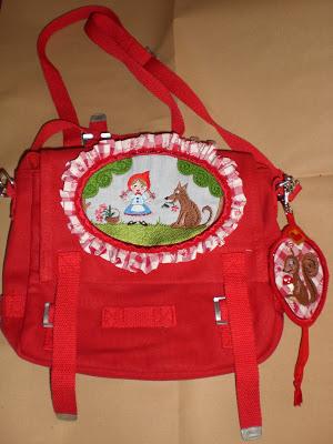 Kindertasche selbst aufhübschen mit Rüsche und Stickbutton