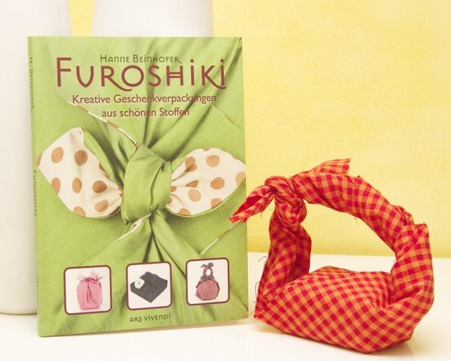 Einpacken von Geschenken mit Stoff, schöne Falttechniken und Inspirationen