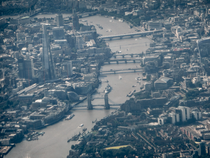 Milleniumbridge, Luftaufnahme modernes London, alte Gebäude, Tower Bridge auf Pearl's Harbor Blog