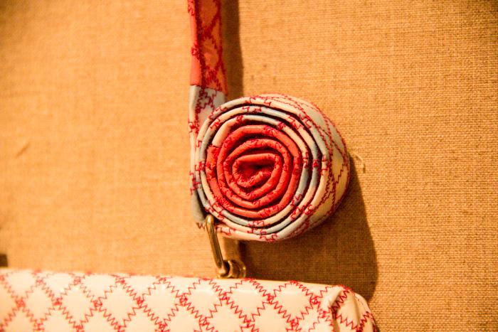Manipulating fabric - Receylingkunst Taschenträger aus Platiktüten