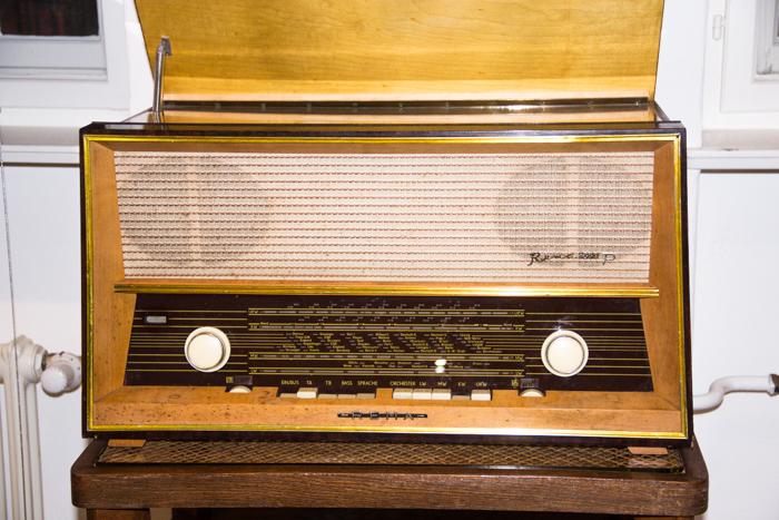 Altes Radio aus der Ausstellung des Deutschen Technikmuseums in Berlin