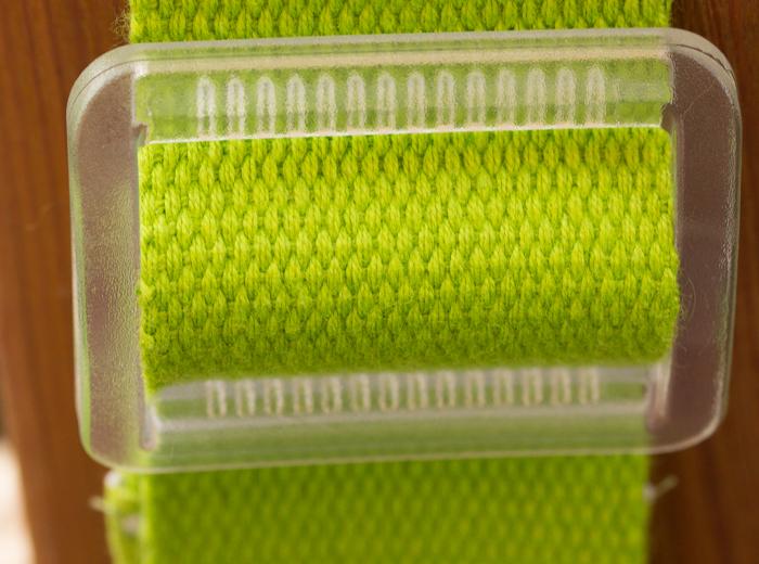 Schieber zum Verstellen eines Taschengurtes. Unionknopf Kunststoff durchsichtig