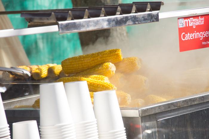 Maiskolben am Flohmarkt Mauerpark von Mamas Food Manufaktur