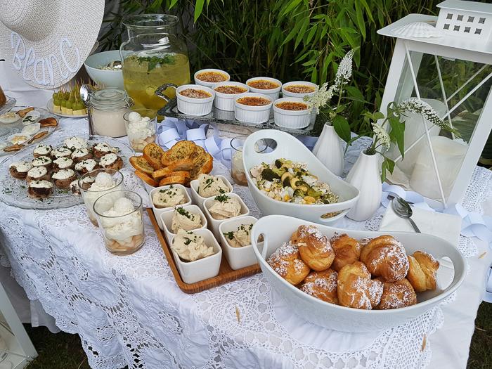 Büffetrezept. Sommerrezepte. Weißes Essen, weiße Speißen für ein White Dinner