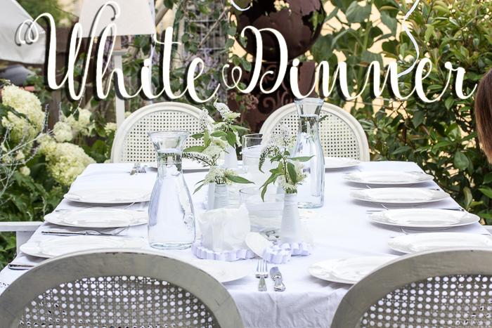 Hochzeitsdekoration. Tischdeko ganz in Weiß.