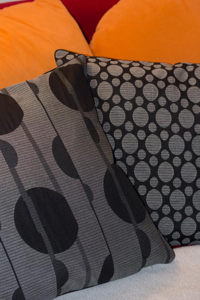 Farbwechsel – Neue Kissen mit Paspel und Reißverschluß in der Naht {DIY – Nähen}