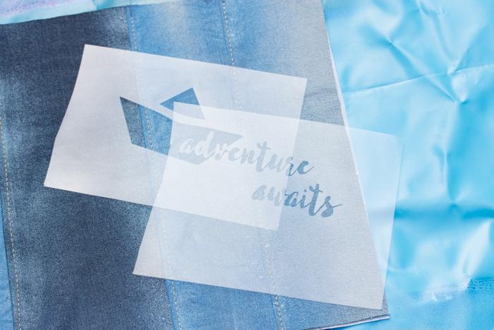 Schablonieren auf Textilien: Zweigeteiltes Stencil