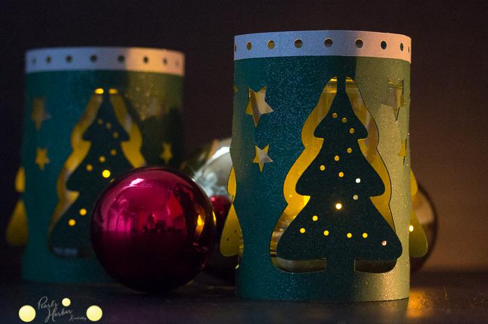 Hülle für ein Windlicht mit Tannenbäumen zu Weihnachten