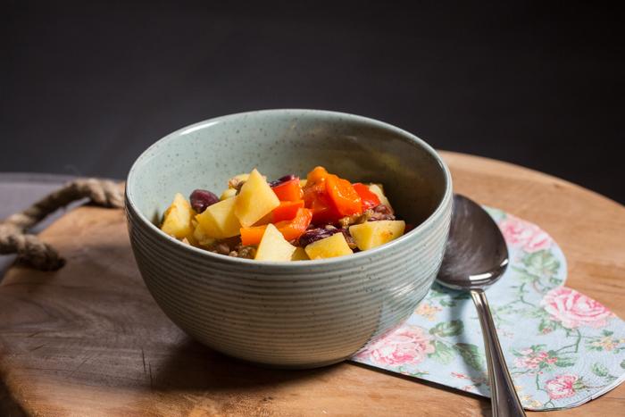 Seelenschmeichler an kalten Tagen: Kartoffelgulasch mit Chili {Rezept}