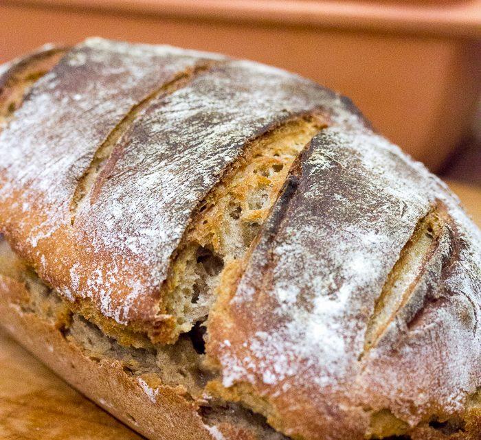 Dinkelbrot mit frischem Sauerteig im Römertopf gebacken
