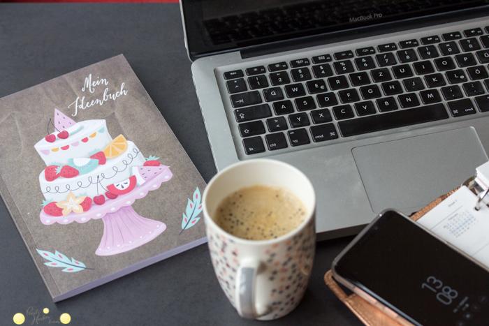 Arbeiten im Homeoffice mit Notizbuch von Miriam Dornmann