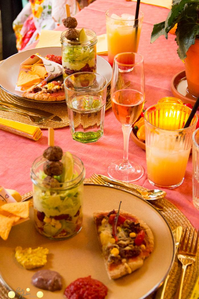 mexikanischer Schichtsalat Tequila Sunrise ohne Tequila - alkoholfreier Tequila Sunrise Dinkelvollkornpizza mit Maismehl