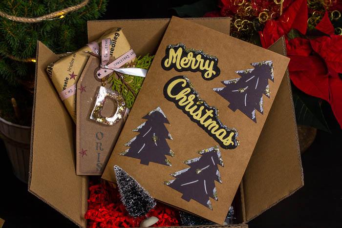 Weihnachtskarten basteln mit Kindern, Bastelidee mit Kinder, Moosgummistempel selbst herstellen